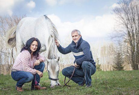 Pferdegestütztes_Coaching-mit-Pferden-Markus-Böker-Coach-Schauspieler-Coaching-mit-Pferden-wir-coachen-dich-Antje-Müller-Dresden-Wahrnehmung-Präsenz-Führungskräfte-Unternehmen-Teambuilding-Horse-assisted-coach
